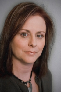 A portrait photograph of Jennifer Daly.
