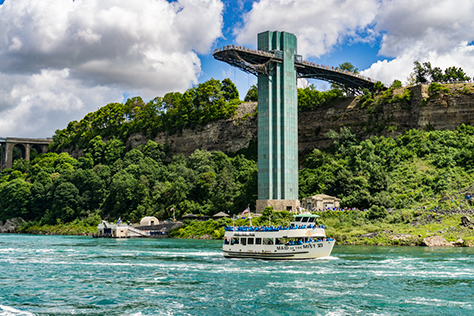 A smaller sized picture of the maid of the mist, heading toward Niagara Falls.